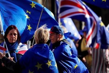 Hạ viện Anh thông qua dự luật trì hoãn Brexit