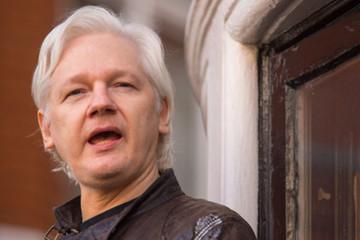 Nhà sáng lập WikiLeaks Julian Assange bị cảnh sát Anh bắt