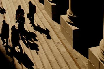Mối đe doạ lớn đối với hệ thống tài chính toàn cầu: Ngân hàng bóng tối đã trở thành một ngành có giá trị 52 nghìn tỷ USD