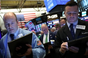 Lợi nhuận ngân hàng vượt kỳ vọng, S&P 500 tiến sát đỉnh lịch sử