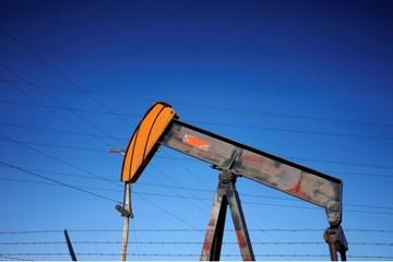 OPEC tính tăng sản lượng để tranh thị phần với Mỹ, giá dầu giảm gần 1%