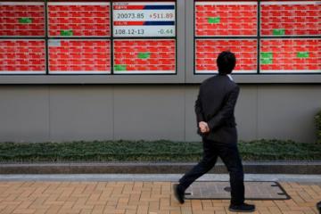 Chứng khoán Trung Quốc rớt đỉnh 13 tháng, thị trường Ấn Độ lên kỷ lục