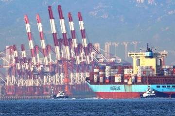 Thâm hụt thương mại của Mỹ xuống thấp nhất 8 tháng