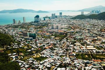 Cao ốc dày đặc, 'bóp nghẹt' phố biển Nha Trang
