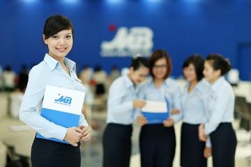 MBBank báo lãi trước thuế 2.424 tỷ đồng trong quý I, thu nhập từ dịch vụ tăng đột biến
