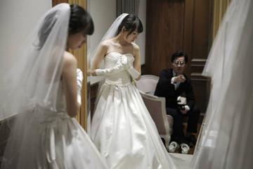 Người Nhật đua nhau làm đám cưới khi Thái tử lên ngôi