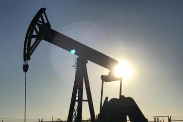 Giá dầu Brent mất mốc 75 USD/thùng