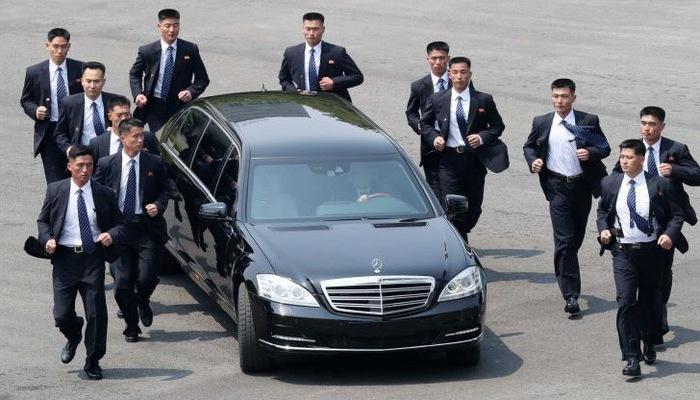 """Hãng xe Đức """"không hiểu làm thế nào"""" ông Kim Jong Un có hai siêu xe Mercedes"""