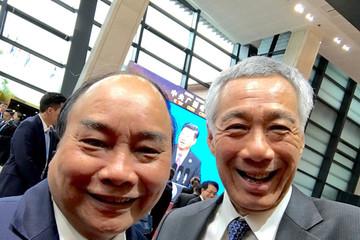 Thủ tướng Singapore, Việt Nam cùng chụp bức ảnh 'wefie'