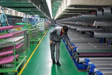 Doanh nghiệp Trung Quốc xoay xở mọi đường để 'sống sót' qua chiến tranh thương mại