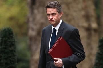 Anh sa thải bộ trưởng quốc phòng vì vụ rò rỉ thông tin về Huawei