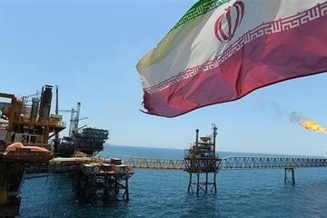 Mỹ chính thức chấm dứt miễn trừ trừng phạt nhập khẩu dầu Iran