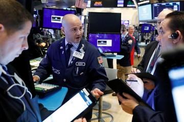 Cổ phiếu năng lượng đi xuống theo giá dầu, Phố Wall giảm điểm