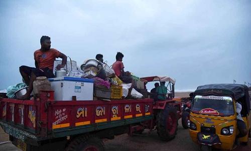Siêu bão đổ bộ Ấn Độ, hơn một triệu người sơ tán