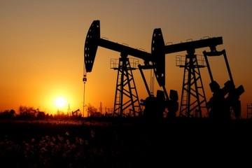 Lo ngại dư cung, giá dầu giảm mạnh