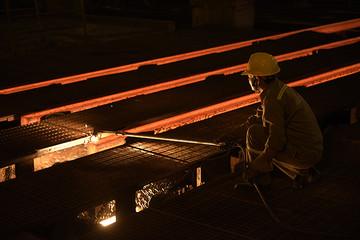 Sản lượng thép xây dựng Hòa Phát tháng 4 tăng 33% so với cùng kỳ