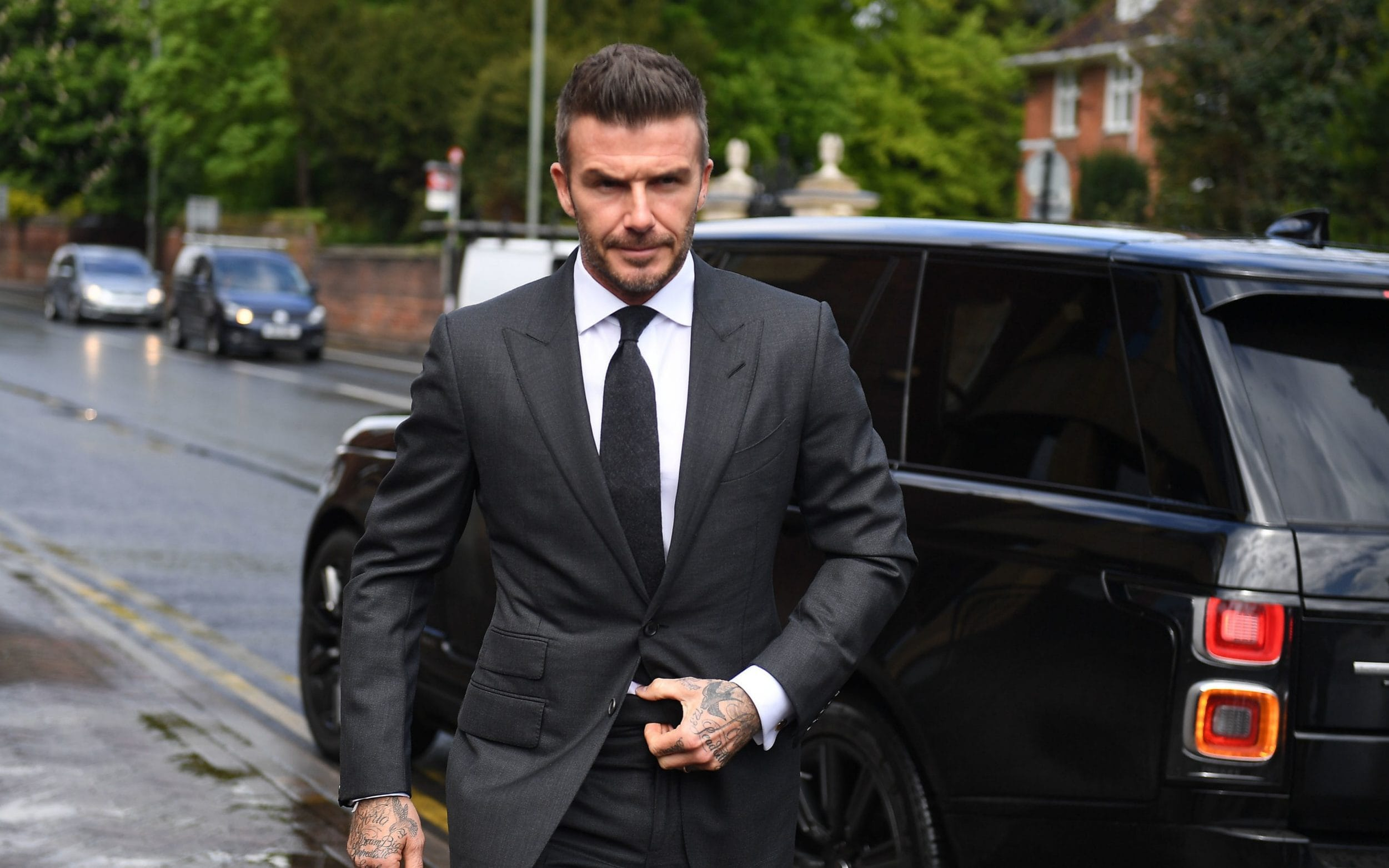 David Beckham bị cấm lái xe 6 tháng vì dùng điện thoại di động