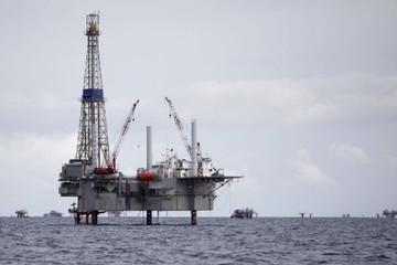 Giá dầu biến động trái chiều, chốt tuần giảm
