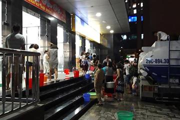 Dân chung cư giữa thủ đô khốn khổ vì nước