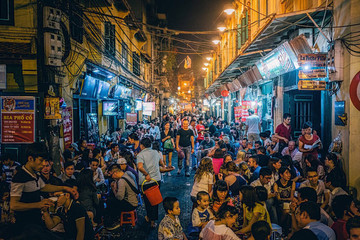 Forbes: Lượng tiêu thụ bia rượu ở Việt Nam tăng nhanh nhất thế giới