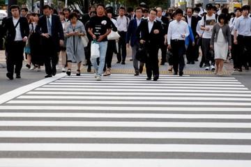 Thiếu hụt lao động khai tử văn hóa làm việc cứng nhắc ở Nhật