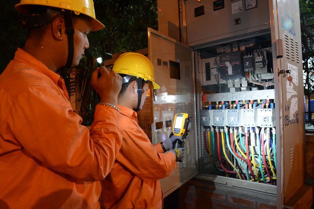 Lượng điện tiêu thụ lập kỷ lục mới dù chưa cao điểm nắng nóng
