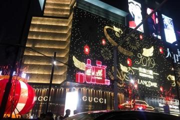 Thu nhập bấp bênh, 'con nghiện mua sắm' ở Trung Quốc cũng phải thắt chặt túi tiền