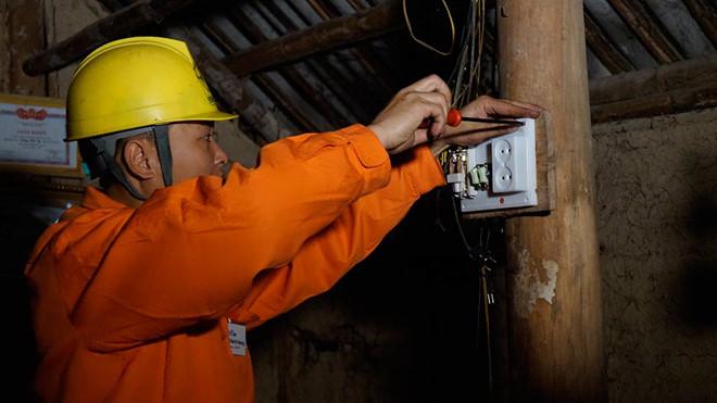 EVN sắp hết độc quyền bán điện?
