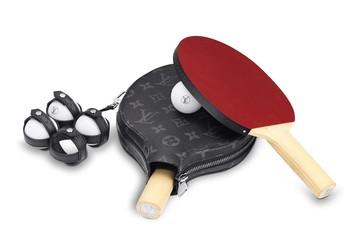 Bộ dụng cụ bóng bàn của Louis Vuitton giá hơn 50 triệu đồng