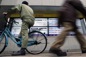 Chứng khoán Trung Quốc giảm hơn 1%, thị trường Hong Kong mất hơn 400 điểm