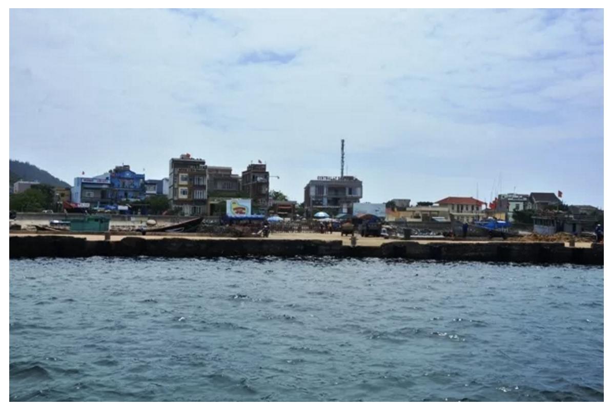 Người dân Lý Sơn ồ ạt bán đất ven biển