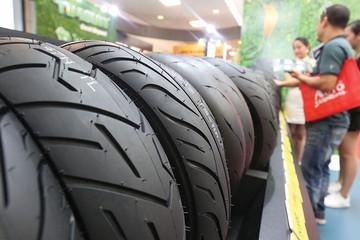 Người Việt chi mạnh sắm ôtô cá nhân, lợi nhuận của các thương hiệu săm lốp Sao Vàng, Casumina, DRC lại 'cắm đầu' về đáy 10 năm