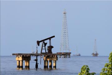 Giá dầu Brent mất mốc 70 USD/thùng