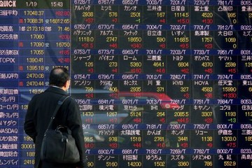 Chứng khoán Nhật Bản mất hơn 340 điểm, Hong Kong mất 210 điểm