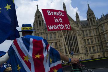 Hàng trăm nghìn công dân EU xin cư trú lâu dài tại Anh sau Brexit