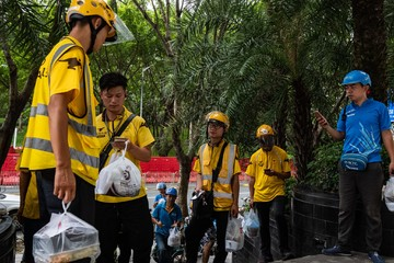Ứng dụng giao đồ ăn nhấn chìm Trung Quốc trong biển nhựa