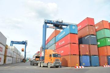 Doanh nghiệp vận tải thấp thỏm theo giá xăng dầu