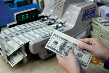 Giá USD bất ngờ giảm mạnh 10 - 40 đồng