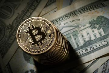 Giá Bitcoin 'lặng lẽ' vượt 9.000 USD, hàng loạt đồng tiền kỹ thuật số khác tăng theo