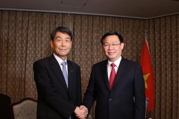 Phó thủ tướng gợi ý ngân hàng Hàn Quốc mua lại nhà băng Việt yếu kém