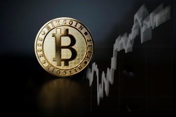 Bitcoin lần đầu vượt mốc 11.000 USD trong 15 tháng