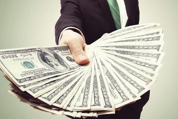 Những người giàu có xứng đáng được giàu có?
