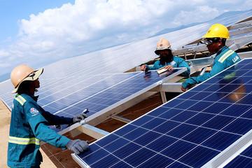 Hợp đồng mua bán điện mặt trời áp mái bất công với nhà đầu tư?
