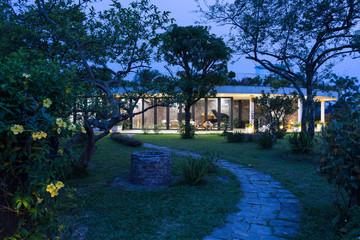 [Ảnh] Ngôi nhà hình elip với bể bơi, sân vườn ở vùng quê Nghệ An