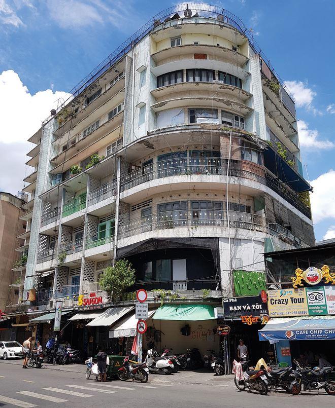 Bất động sản TP HCM: Cải tạo chung cư cũ, dân lo 'đi dễ khó về'