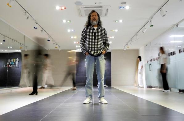 Người già Hàn Quốc tỏa sáng trền sàn diễn thời trang, YouTube