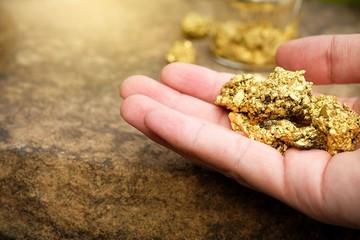 Vàng tăng mạnh, chạm mốc 39,7 triệu đồng/lượng