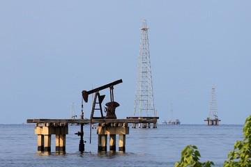 Giá dầu Brent tăng hơn 1%