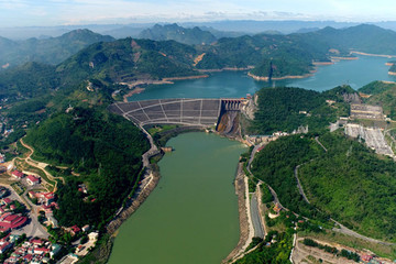 Nước sông Đà xuống thấp: Dân Hà Nội lo thiếu nước, EVN lo ảnh hưởng cấp điện