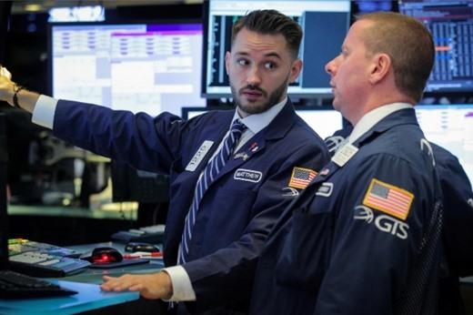 Phố Wall tăng, S&P 500 lần đầu qua mốc 3.000 điểm